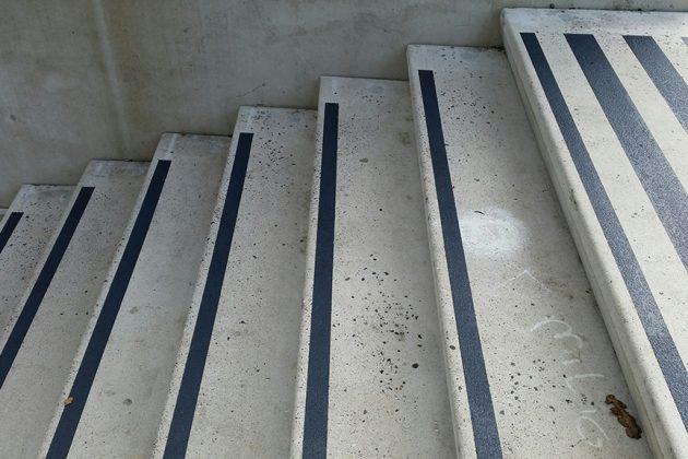 smalle antislip-strips voor smalle trapgedeeltes