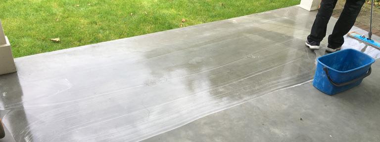 Transparante vloercoating in de tuin